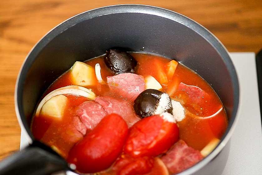 豆みそのブラウンシチューの調理